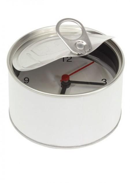 Uhr in Blechdose